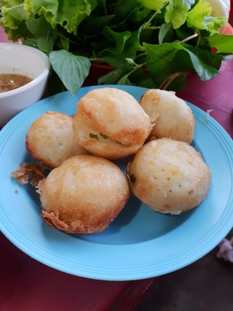 Num Kachay (fried glutinous rice chive cakes)
