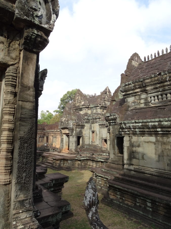 Inside Banteay Samre, now lacking it's internal moat