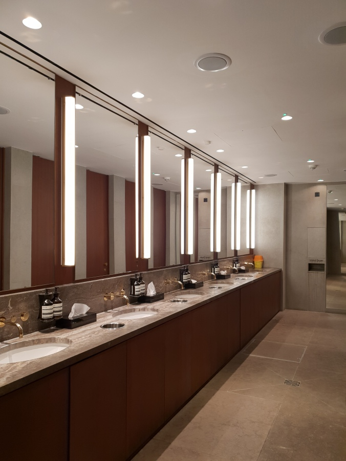 Cathay Pacific Lounge Heathrow T3 toilets