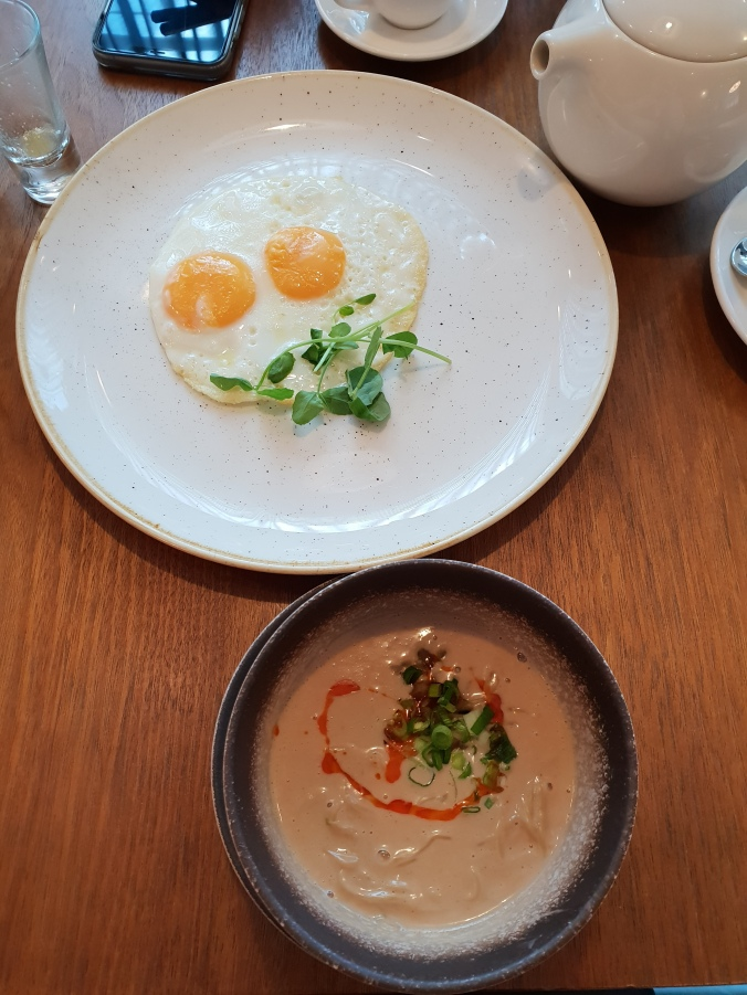 Cathay First Class Lounge, Heathrow T3, breakfast