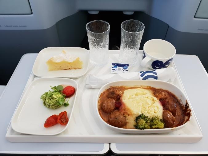 Finnair business class meal London to Helsinki, A330