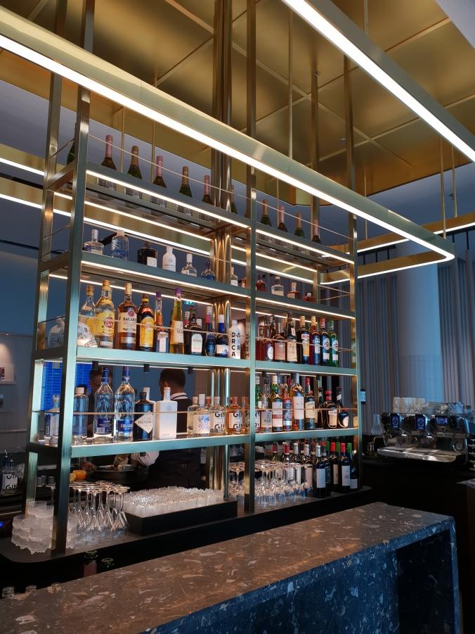 Finnair First Class Lounge Helsinki Vantaa, bar area