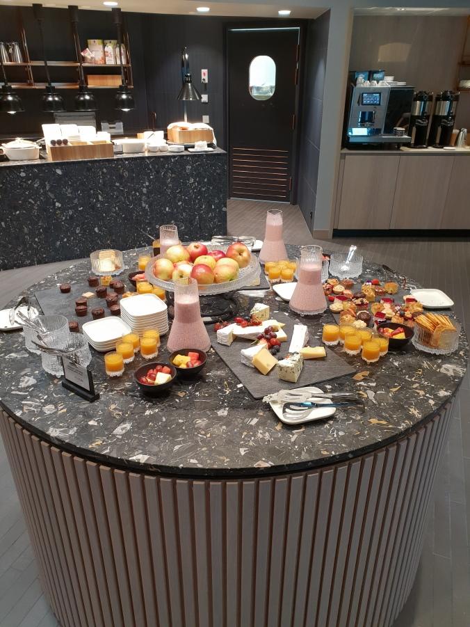 Finnair First Class Lounge, Helsinki Vantaa, dessert selection