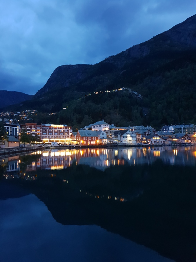Odda at night