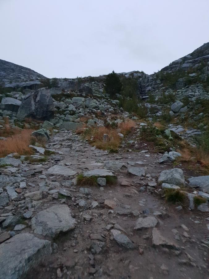 Trolltunga trail