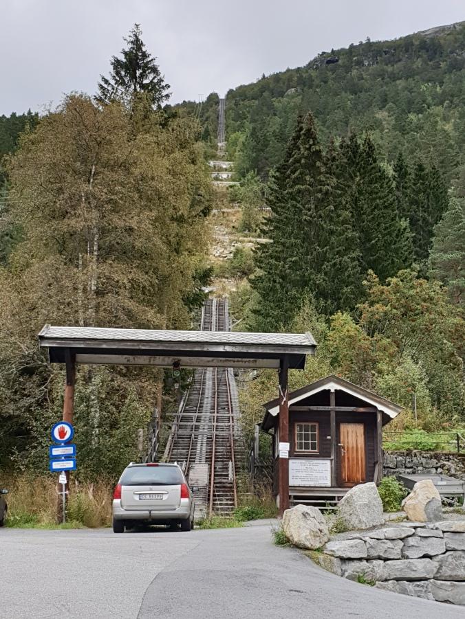 Trolltunga old funicular